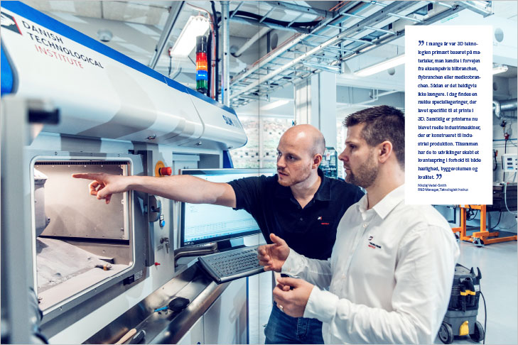 Danish AM Hub, Additive Manufacturing Magazine, Layout of spread with a big photo of a large 3D printer at The Danish Technological Institute